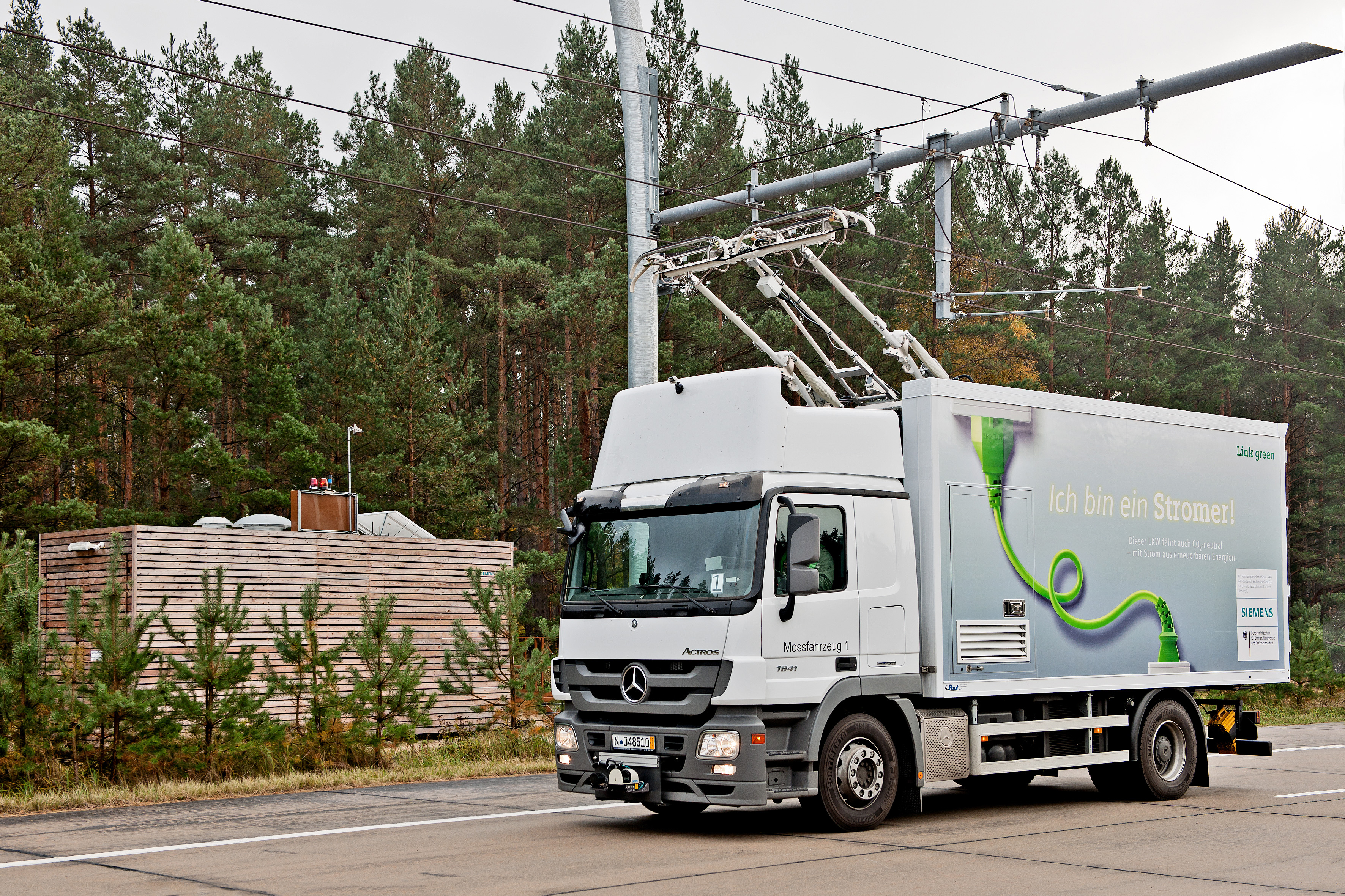 Electric Trolley Trucks may come soon to North American highways ...